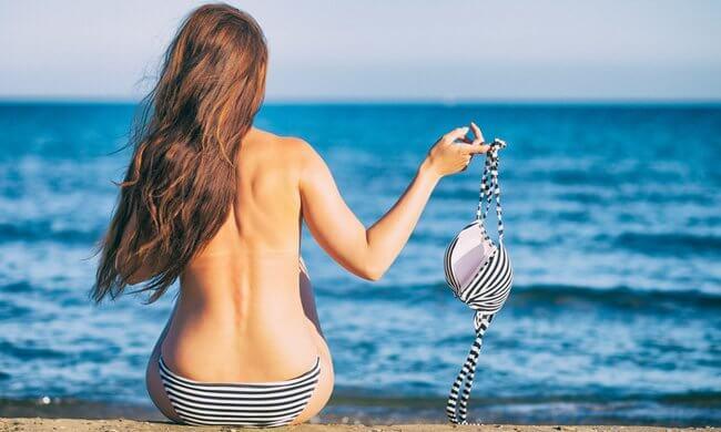 Bikini uit = Streeploos bruin!