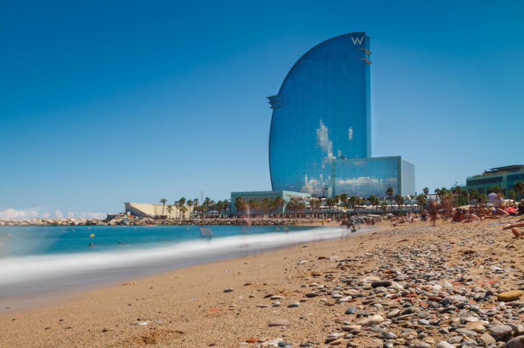 stedentrip skinnydip barcelona naaktrecreatie