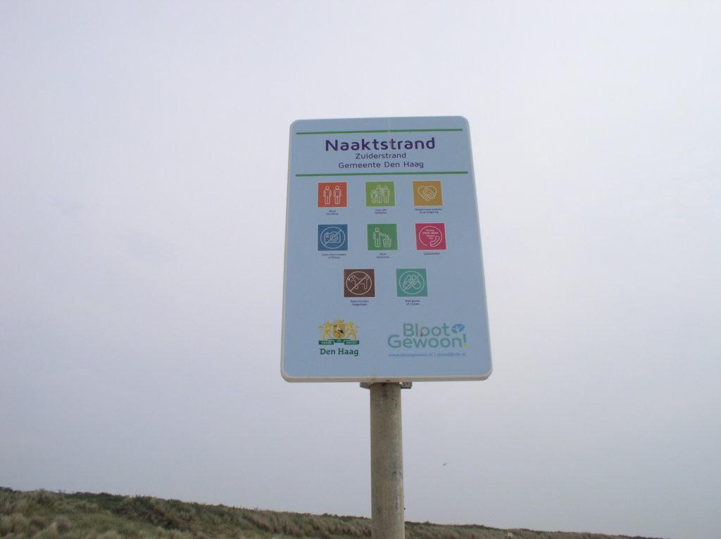 Naaktstranden Scheveningen, Westduinpark en Kijkduin voorzien van nieuwe borden
