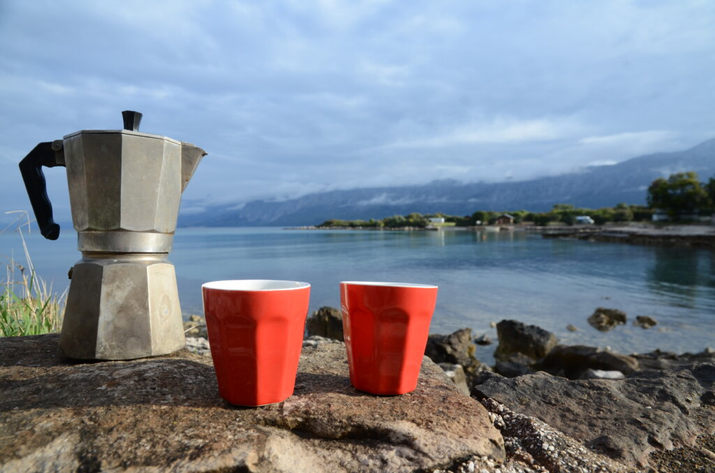koffie met uitzicht op zee Kroatië