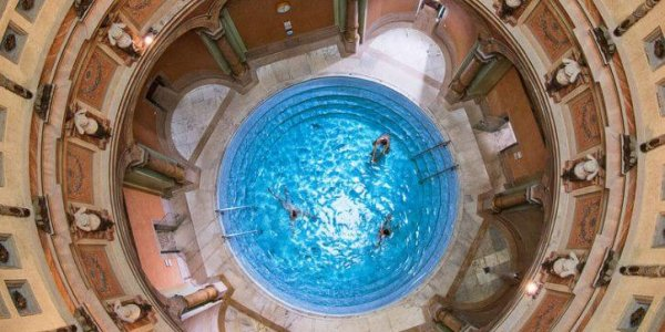 blootgewoon-10-mooiste-warmwaterbronnen-friedrichsbad