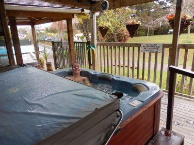 Blootgewoon blog jacuzzi Auckland Outdoor Naturist Club
