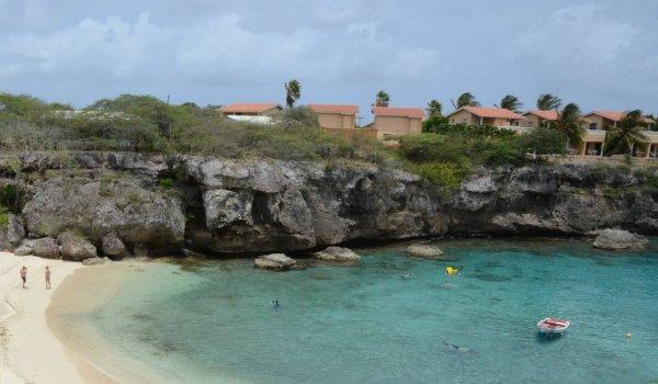 Baai in Curacao, magazine 9 BlootGewoon!