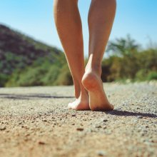 Blote voeten wandelen
