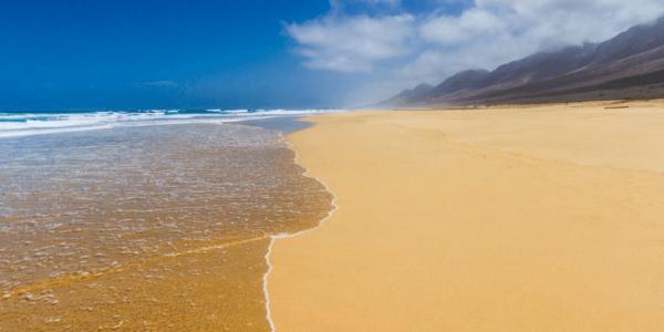 naaktstrand Playa de Cofete, Fuerteventura, Spanje blootgewoon